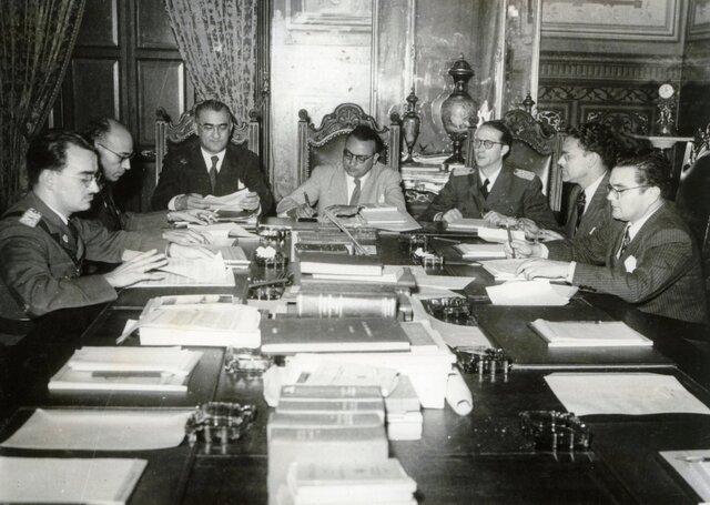 Creación de la Junta Democrática.