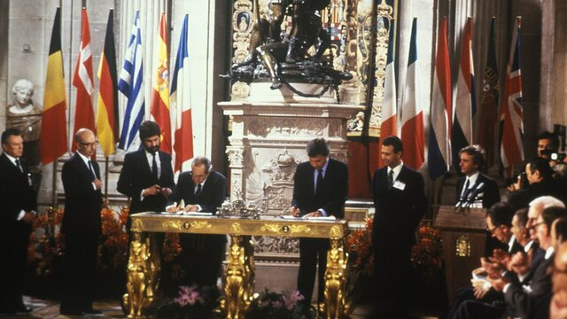 Firma del Tratado de Adhesión a la CEE