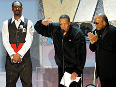 Dr. Dre gets punched in the face at the 2004 Vibe Awards ceremony.