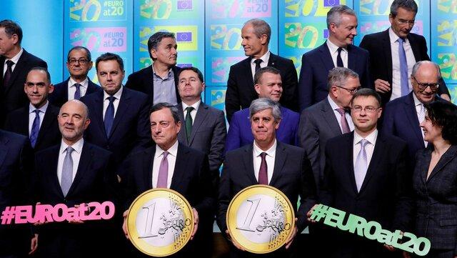 España participa en el nacimiento del euro como moneda