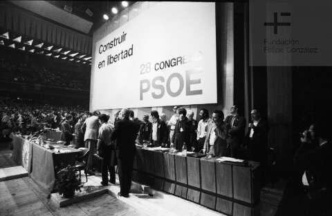 El PSOE abandona el marxismo en el XXVIII congreso del partido