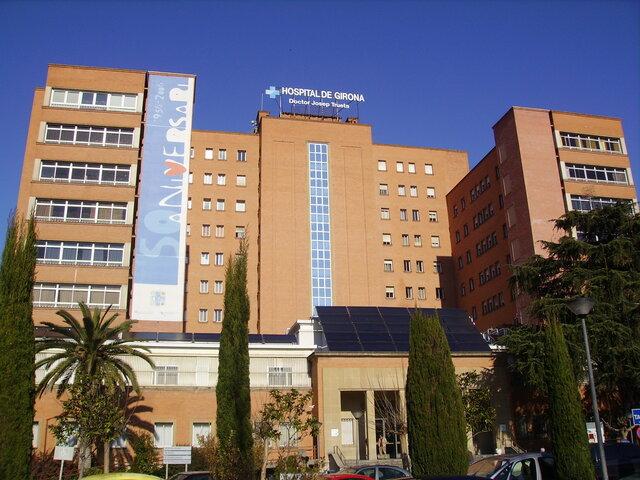 Dolores se despierta en un Hospital, donde descubre que le falta una pierna