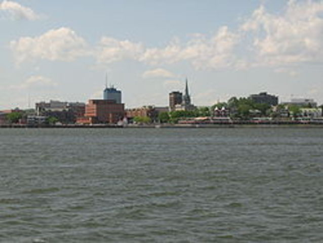 Trois-Rivieres is Founded