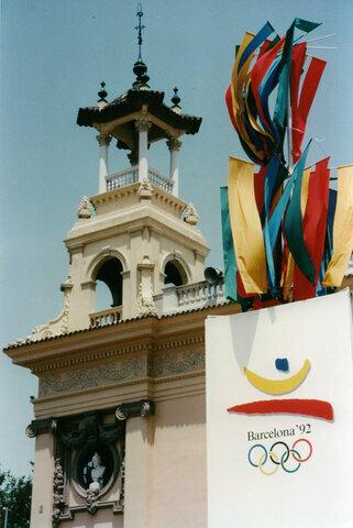 España es el país anfitrión de las Olimpiadas y de la Exposición Universal.