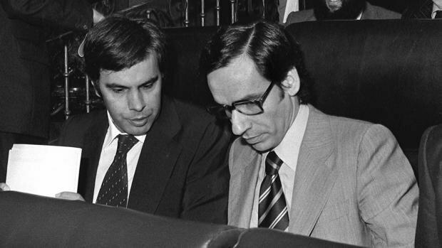 El PSOE gana las elecciones generales por mayoría simple y Felipe González se mantiene como presidente del Gobierno.4a legislatura