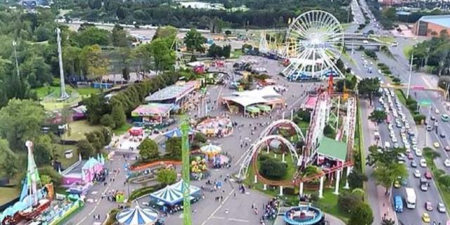 Quand j'ai eu 9 ans, je suis allé avec ma famille dans un parc d'attractions appelé le salpêtre magique