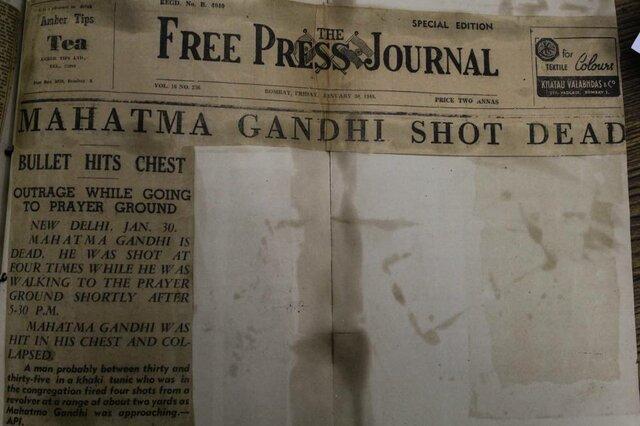 Gandhi es asesinado