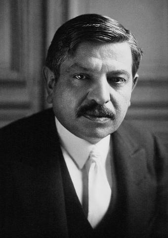 Pierre Laval assume il ruolo di nuovo Presidente dello Stato Francese
