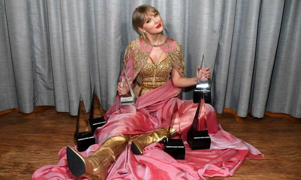 Taylor Swift Becomes Artist of the Decade