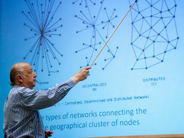 On Distributed Communications Networks