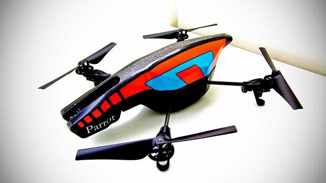 Primer Drone controlado por celular