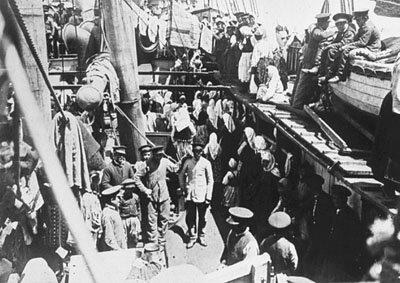 Des immigrants à bord d'un navire en direction de l'Amérique du Nord vers 1830