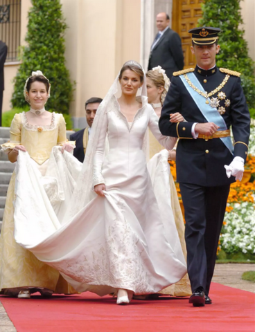 Wedding dress for Doña Letizia Ortiz Rocasolano: The purpose of the dress was for it to be worn to Letizia's wedding to Crown Prince Felipe of Spain.