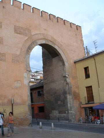 Puerta de Elvira. (Granada Fortificada).