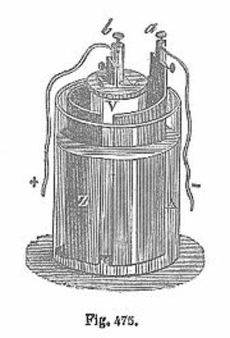 Gastón Planté inventa el acumulador de plomo.
