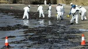 derrame de un pozo petrolero que contamino un rio
