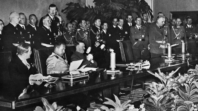 Alemania, Italia y Japón firman el pacto tripartito