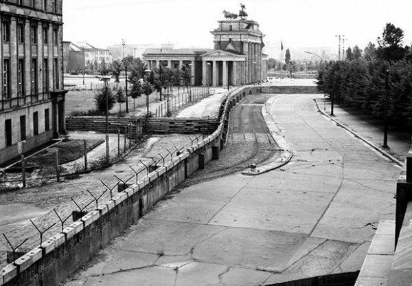 la construcción del muro de berlín.
