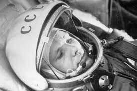 los rusos enviaron su primer hombre al espacio (Vostok 1 - Yuri Gagarin)