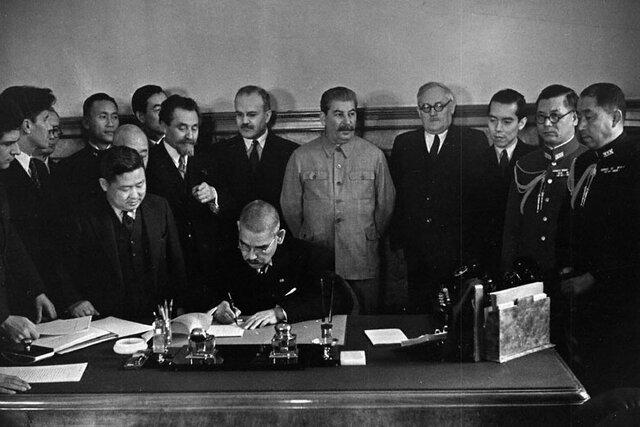 Rusia y Japón firman un tratado de Neutralidad