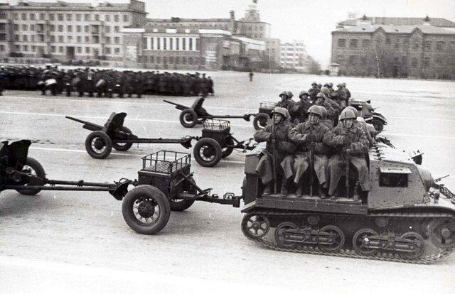 В Куйбышеве проведён один из трех военных парадов