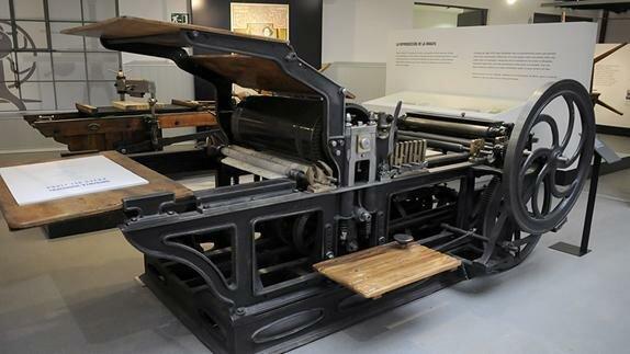 Invención de la máquina de impresión tipográfica cilíndrica plana