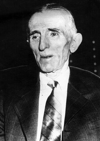 Fallecimiento de Nikola Tesla