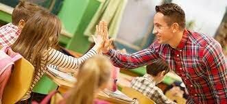 """Se incentiva el aprendizaje de los """"maestros"""", en base a una construcción del conocimiento."""