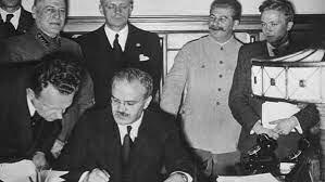 Firma del acuerdo anticomunista