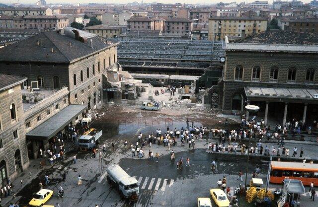 Strage alla stazione di Bologna