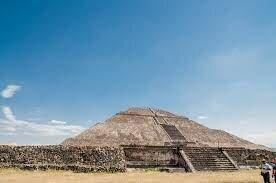 Construcción de la pirámide del sol en Teotihuacan
