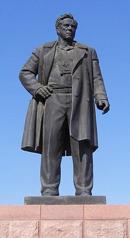 Памятник Виктору Петровичу!
