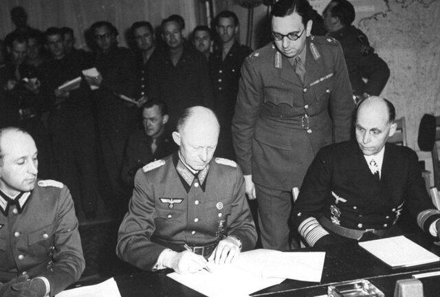 Alemania firma la rendición incondicional