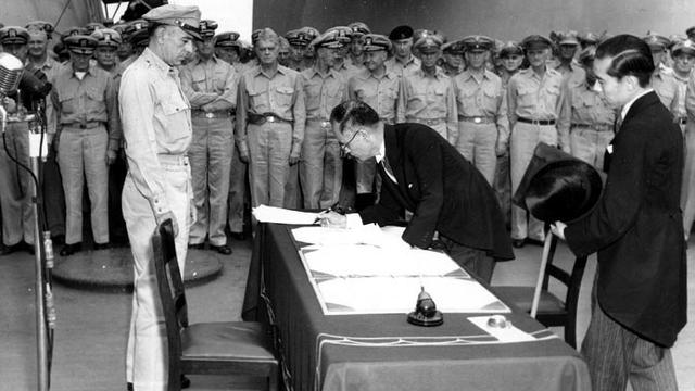 Japón firma la rendición incondicional