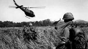 inicia la guerra de vietnam