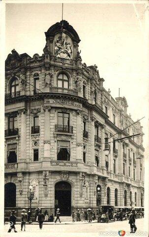 Inicia la banca en México.