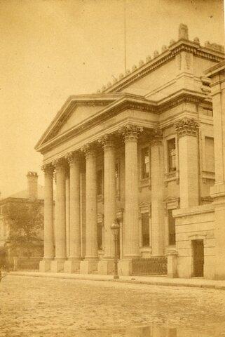 la fondation de la première banque