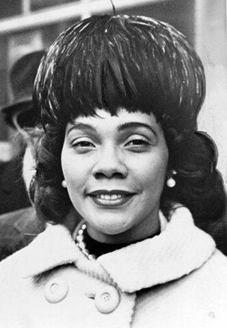 Coretta Scott King. (1927-2006) - Esposa de M. L. King.