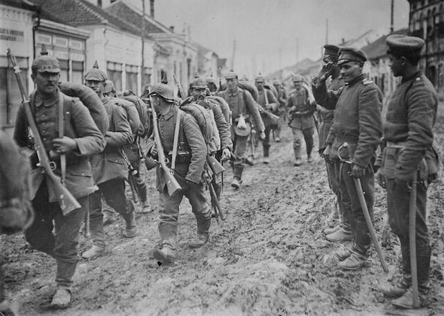 A combined force of Austro-Hungarians and Germans invade Serbia.