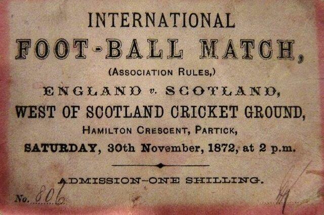 Se disputa el primer partido oficial entre selecciones