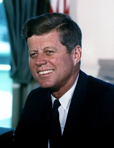 John F. Kennedy es electo presidente.
