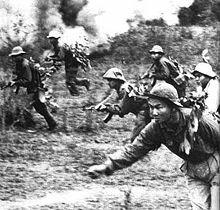 Estados Unidos entra a la guerra de Vietnam.