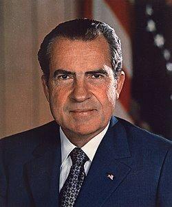 Nixon Renuncia.