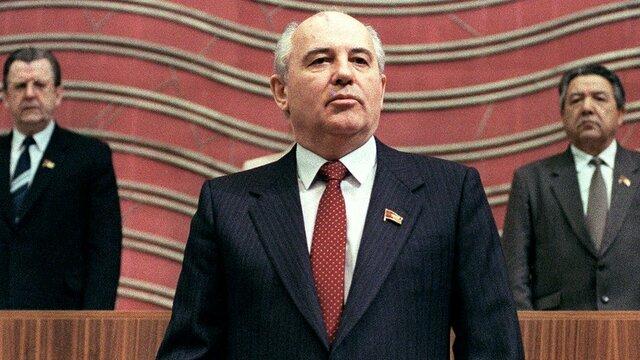 Gorbachov llega al poder.