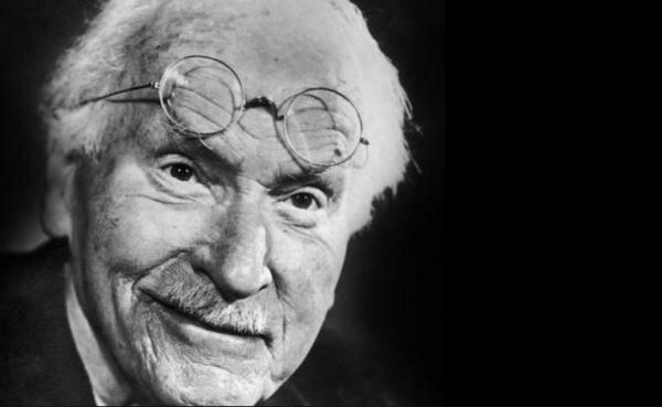 Nace Carl Jung