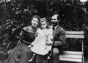 Nace Ana Freud, (Hija de Freud, investigadora en psicoanálisis infantil)