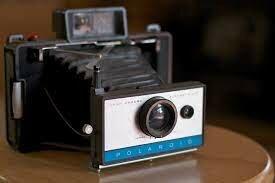La primera cámara instantánea