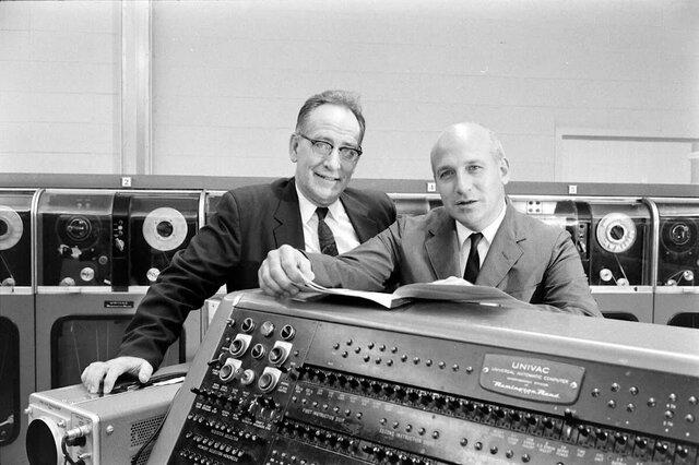 Первый электронный компьютер ЭНИАК.