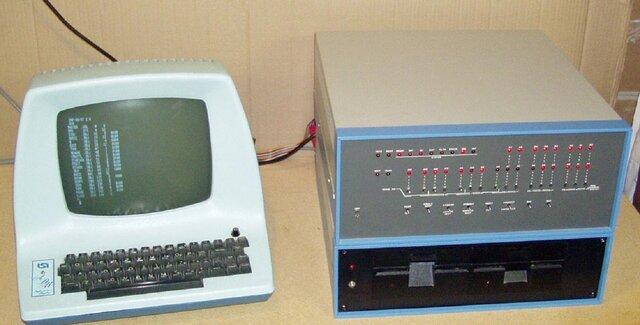 Первый персональный компьютер Альтаир.