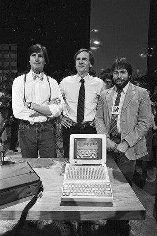 В США основали компанию Apple Computer.